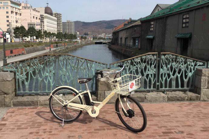 おかげ様で開業3年目  小樽運河を自転車で